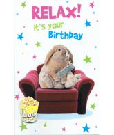 Kaart Relax! It's your birthday konijn op bank, wenskaart met glitter en folie